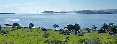 ギリアサハンの高台から島を一望する