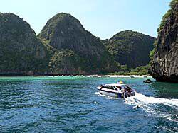 ピピ・レ島は船から眺める