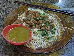 サバン名物の麺 ミー・ジャラック
