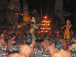 ケチャを踊る村人