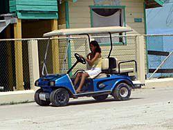 電動カートが島の交通手段
