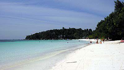 リペ島のパタヤビーチの海岸