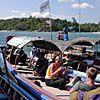 サトゥン2号をロングテールボート内で待つ