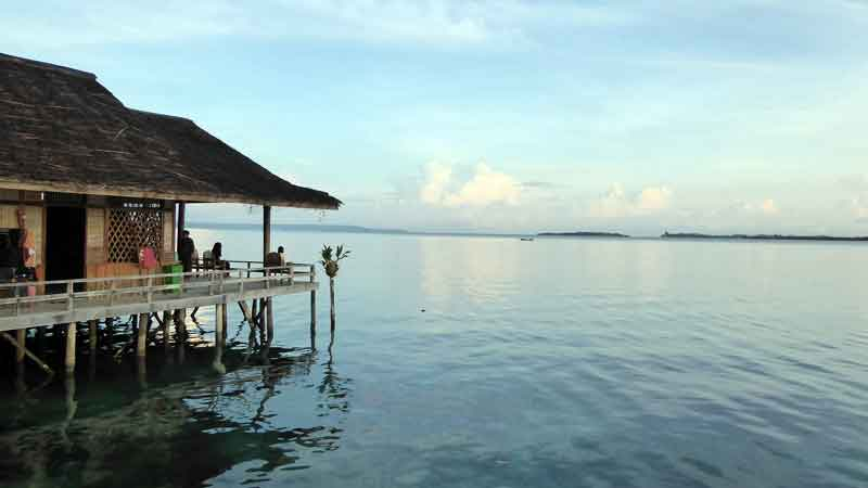リサールバハリから見る海