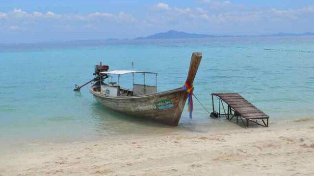 タイピピ島のロングテイルボート
