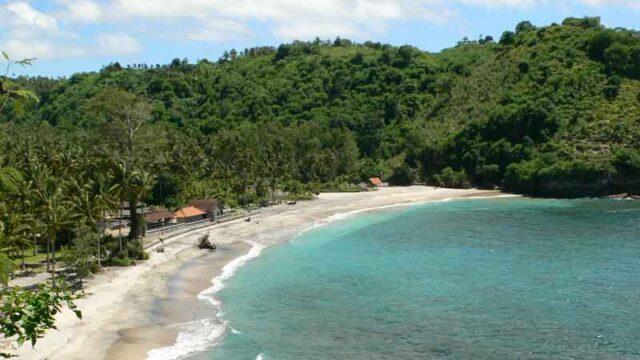 インドネシアペニダ島のクリスタルベイビーチ