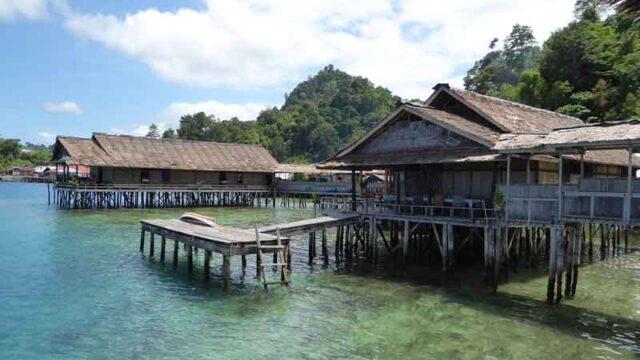 セラム島サワイ村の民宿。ペンギナパン リサールバハリ Penginapan Lisar Bahari
