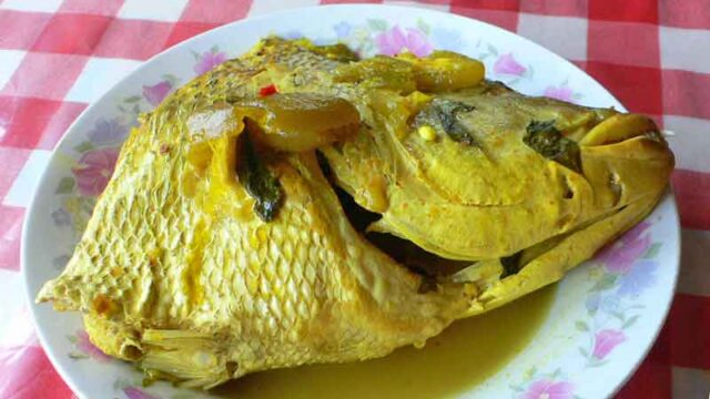 イカンクアクニン 魚のターメリック煮