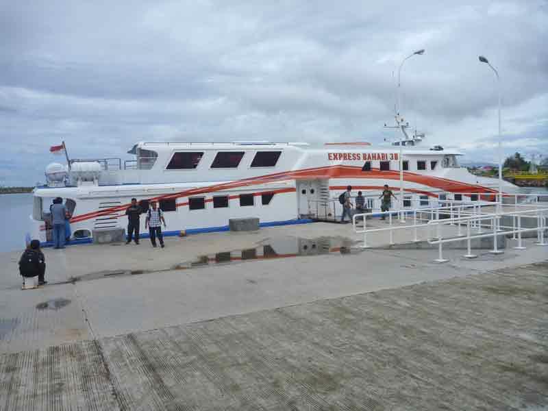 ウェー島行きのスピードボート